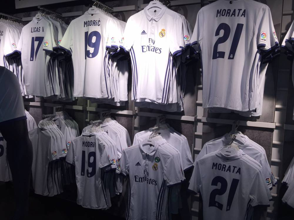 finest selection 51914 d2def Jesé and Nacho shirts removed from Real Madrid club shop ...