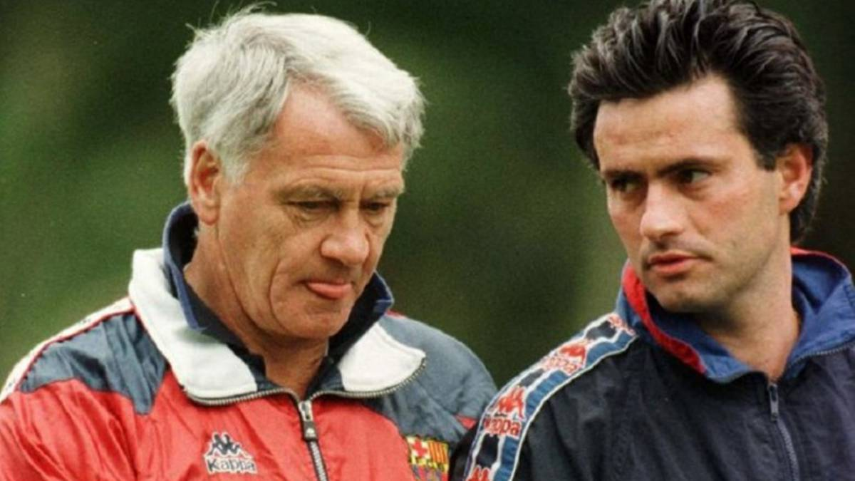 Sir Bobby Robson and Jose Mourinho stand and talk tactics during their time at Barcelona.