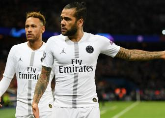 5de591bf01e Neymar needs the Messi treatment at PSG - Dani Alves