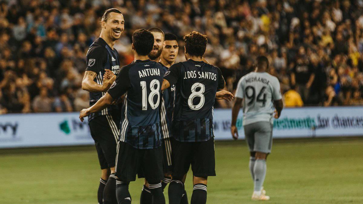 نتيجة بحث الصور عن zlatan LA Galaxy Sporting Kansas City 2-0