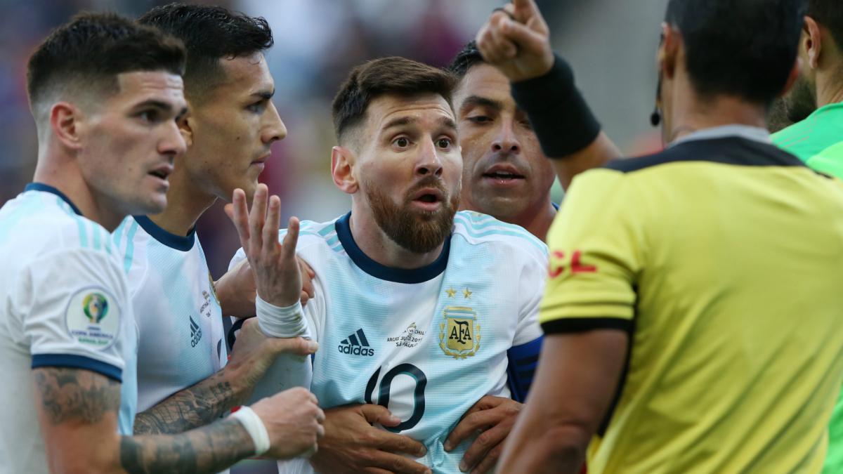 Leo Messi Red Card Baffles Argentina Boss Scaloni As Com