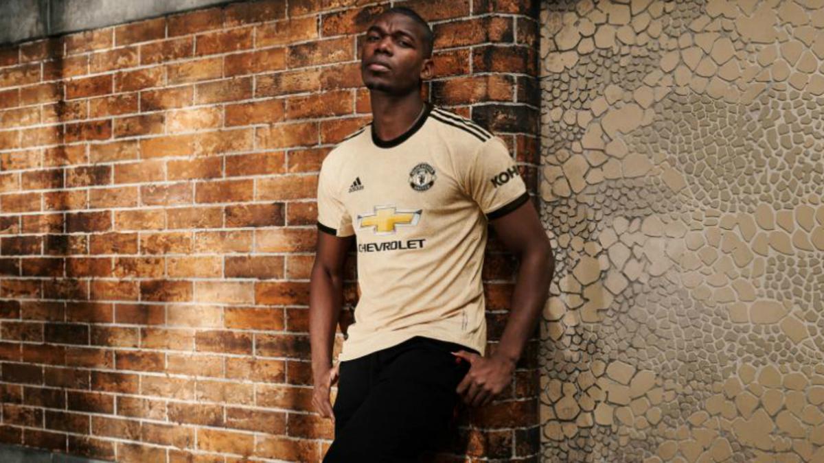 brand new b0e24 2a778 Wantaway Pogba models new Manchester United away kit - AS.com