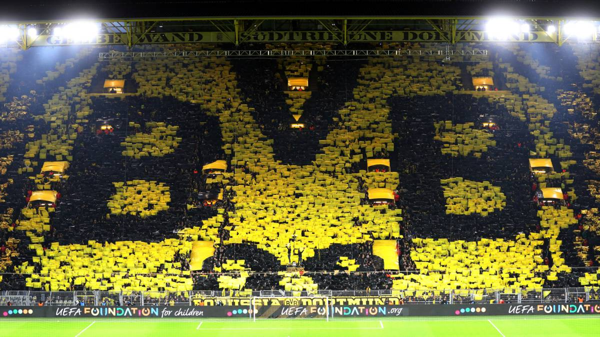 Borussia Dortmund Fans Raise Over 80 000 To Help Local Businesses As Com