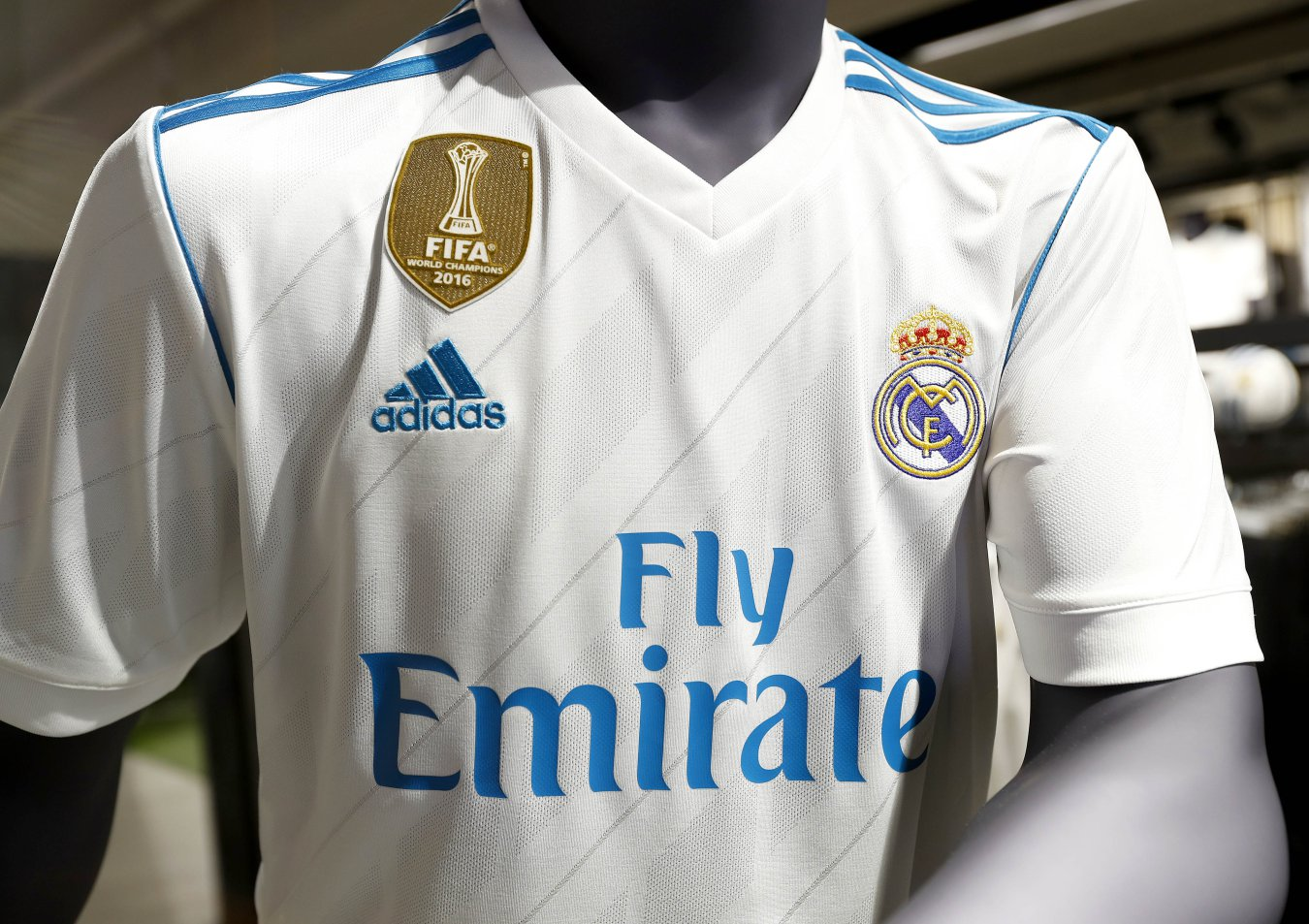 Real Madrid unveil their new jersey for the 2017-18 season - AS.com 8feff37a23b56