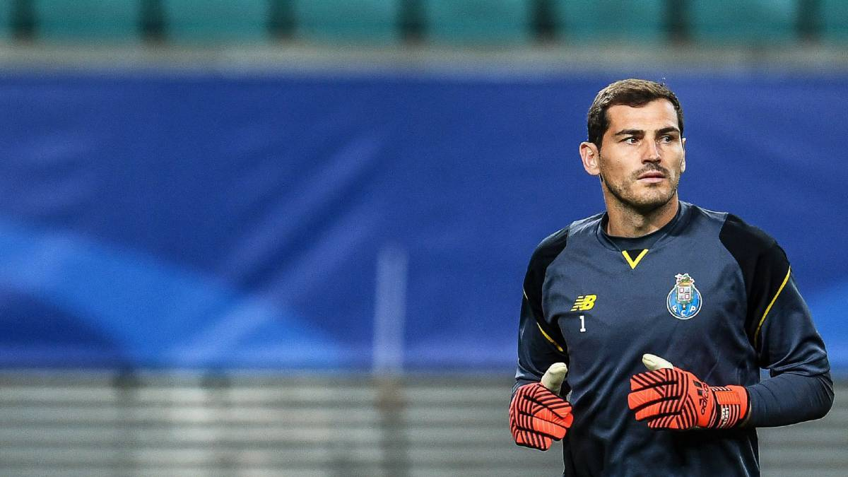 best service 01885 aa107 Iker Casillas to be pushed out of Porto in January - El País ...