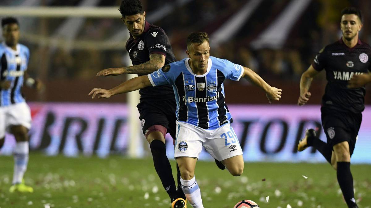 e0bb486898f Grêmio to report Barça to FIFA for the photo of Arthur posing in a ...