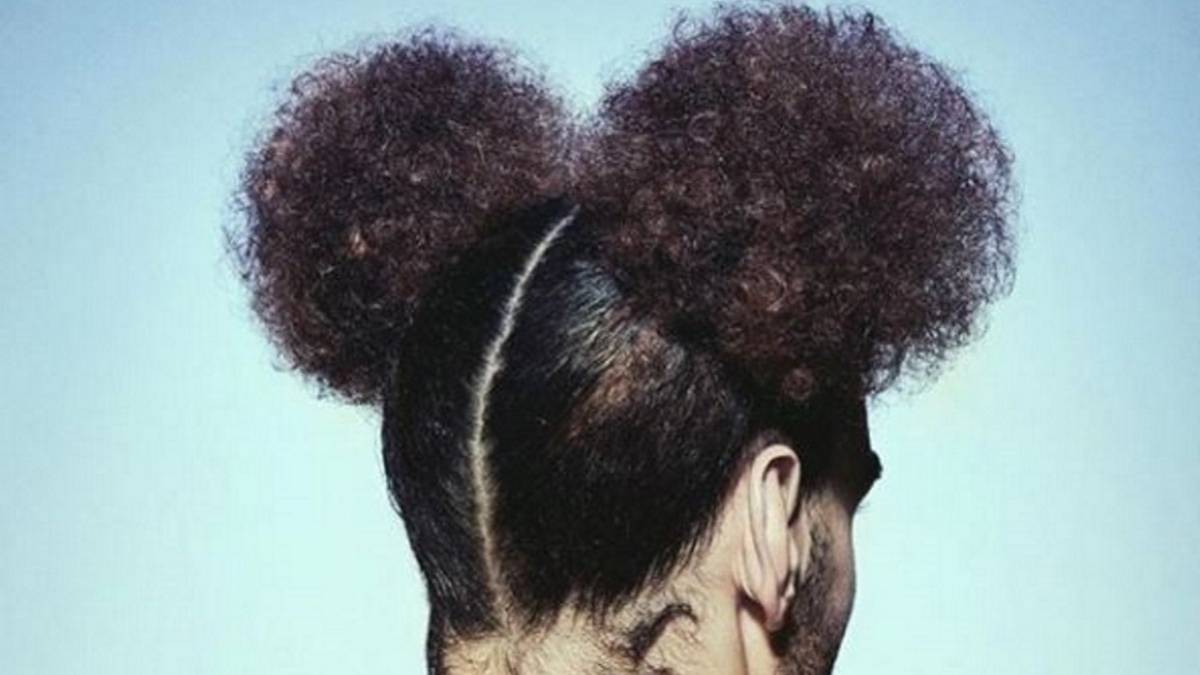 Fellaini changes hairstyle with a look of Mickey Mouse about it