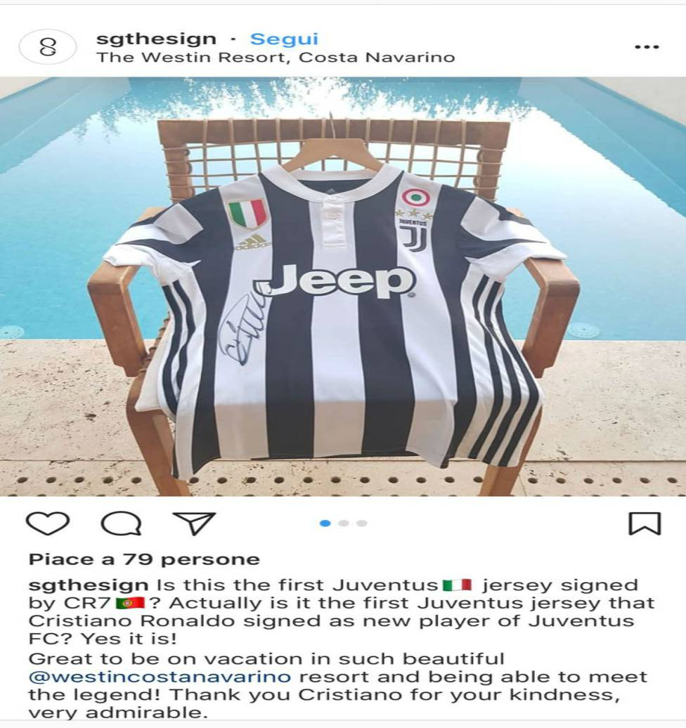 promo code 46231 26caf Juventus | Cristiano: tourist pinches first signed Juve ...