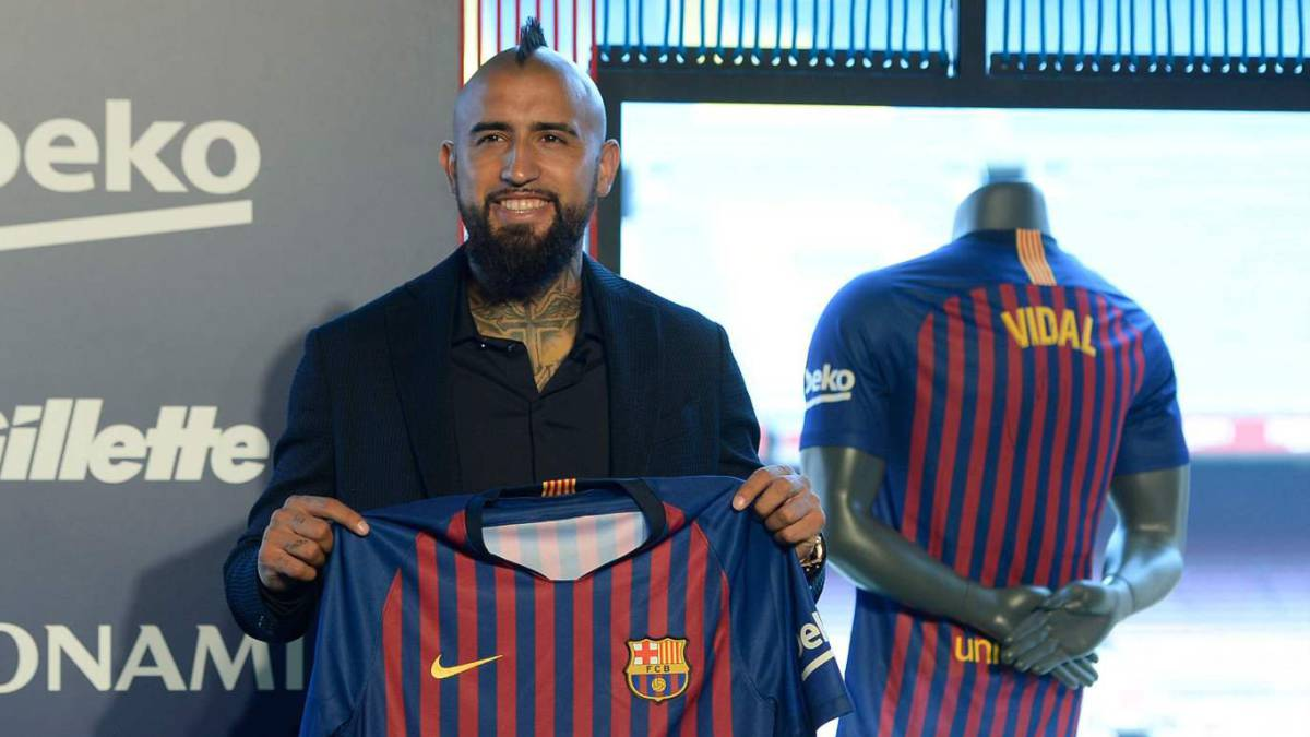 uk availability 6f1a1 fc6b7 Vidal: Barcelona unveil summer signing from Bayern Munich ...